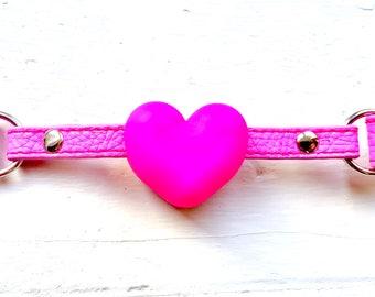 Plain Pink Heart Choker-gag
