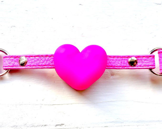 Featured listing image: Plain Pink Heart Choker-gag