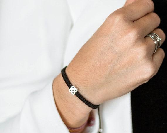 thread bracelet with Barcelona flower in sterling silver, silver panot bracelet, gift for Barcelona lover, travel souvenir bracelet