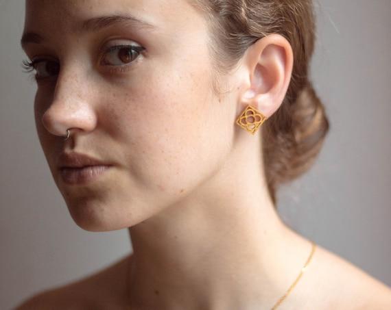 panot earring, flower earrings from Barcelona, gift from Barcelona, gold earrings, flower earrings, flower earrings from BARCELONA