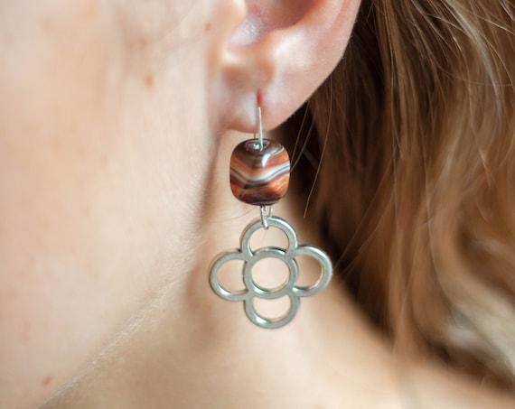 agate earrings, long earrings, earrings with natural stones, flower earrings from Barcelona, panot earrings from BARCELONA