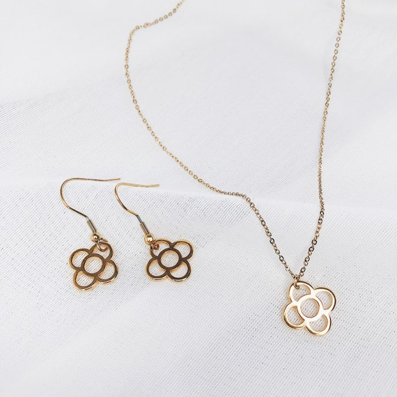 set Barcelona flower , Long stainless steel earrings, Women's light earrings, Nickel free earrings, Barcelona panot flower pendant