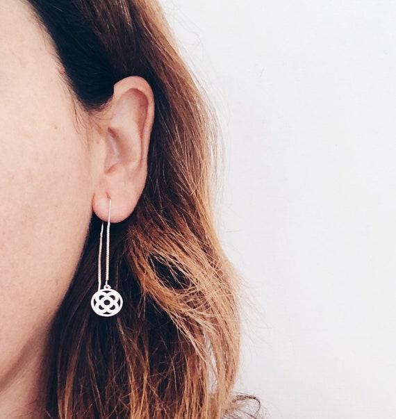 silver chain earrings, long silver earrings, flower earrings, flower earrings Barcelona , minimalist earrings