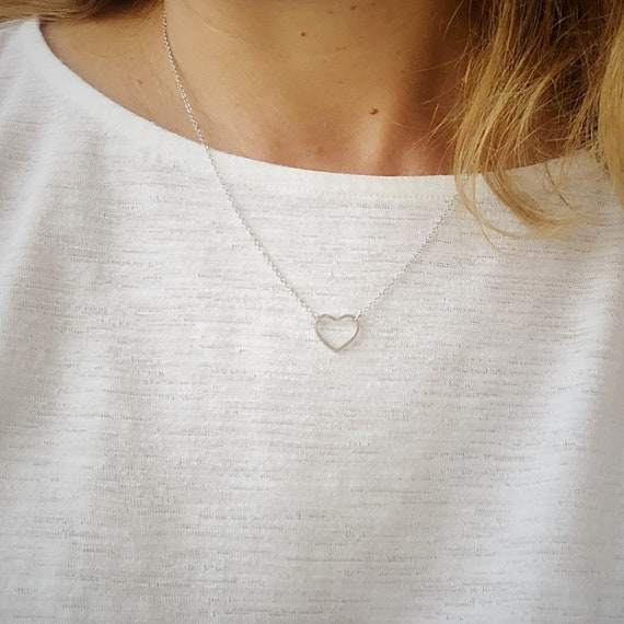 heart necklace, heart chain necklace, love necklace, fine necklace, minimalist necklace, midi necklace
