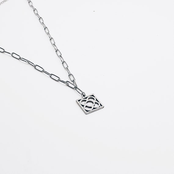Chocker chain necklace with panot Barcelona pendant, silver woman choker, gift for her, minimalist jewelry, contemporary jewel