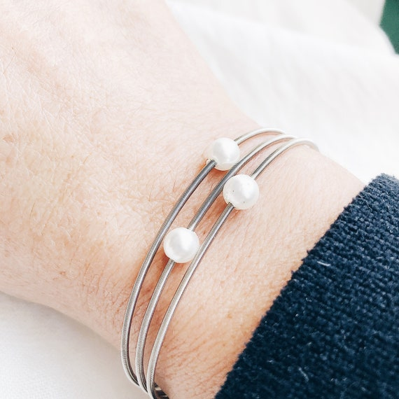 Guitar string bracelet with white pearl, Guitar string bracelet, spring bracelet, stainless steel string bracelets, elastic strings pearl