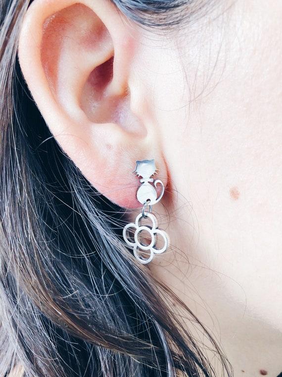 remember Barcelona, silver cat-shaped earrings, solid art-nouveau cat earrings, panot flower Barcelona earrings, cat earrings