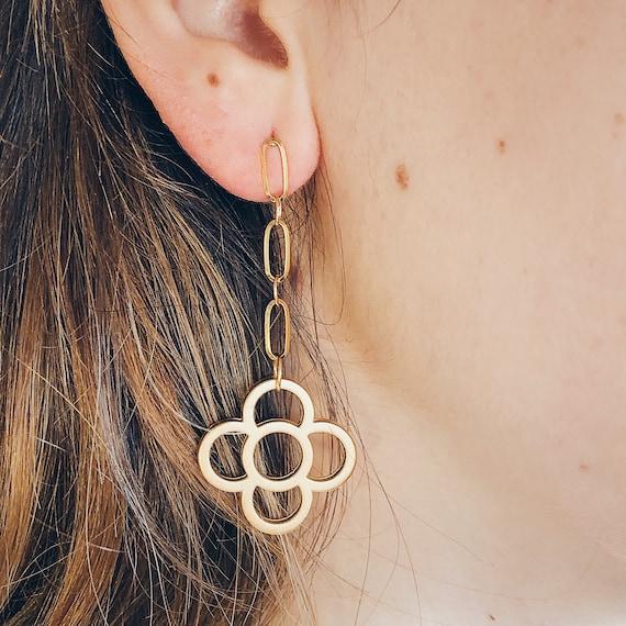 long chuncky chain earrings barcelona flower panot, paperclip dense chain earrings, gold chain drop studs, panot flower, statement earrings.