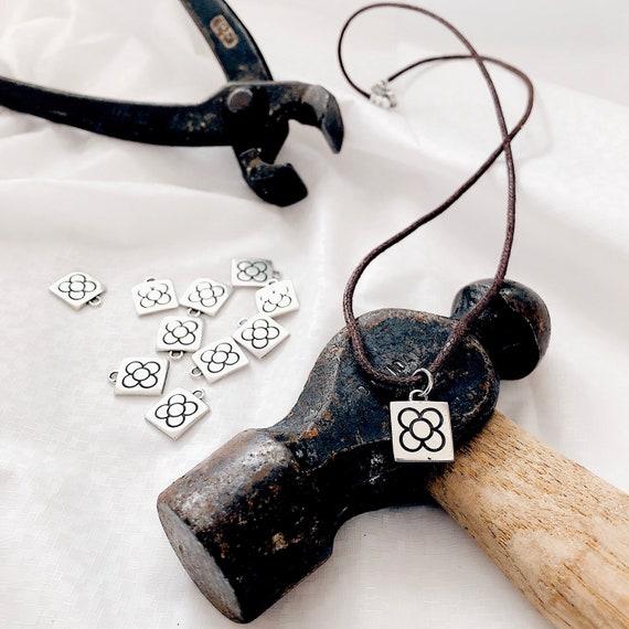 Barcelona flower pendant, panot flower pendant, Barcelona flower leather necklace, Barcelona pendant, Barcelona flower pendant