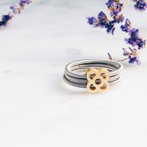 Barcelona stretch ring, triple rolling ring, Barcelona flower ring, panot ring, interlocking ring, russian wedding ring, trinity ring, panot