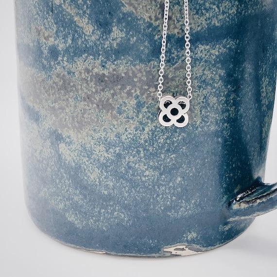 Minimalist Barcelona flower pendant, panot silver pendant, stainless steel hypoallergenic jewel, gift trip to Barcelona, souvenir Barcelona