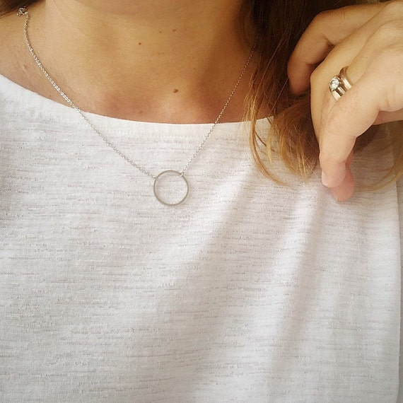 circle necklace, woman necklace, circle pendant, woman chain, minimalist necklace, fine necklace, elegant necklace