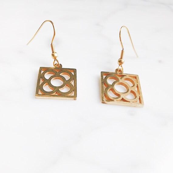 Barcelona flower earrings, Gold earrings, flower earrings, Barcelona earrings, Barcelona panot earrings, long earrings