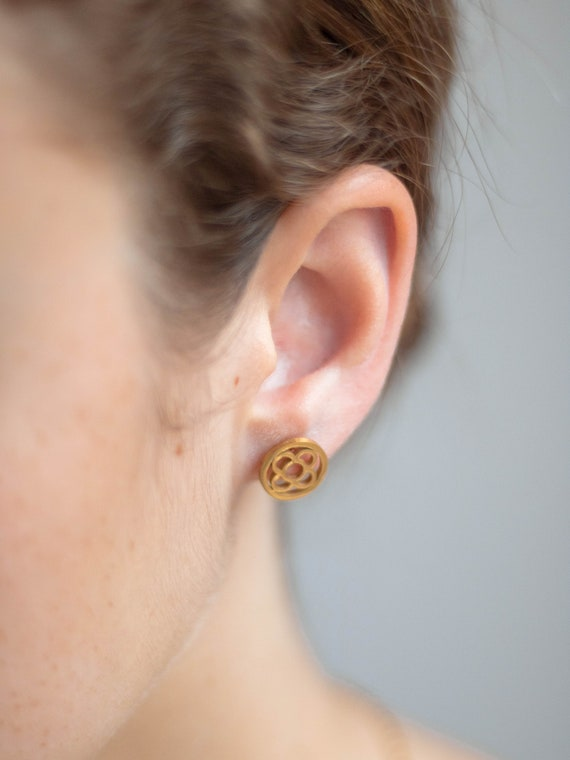 women's earrings, flower earrings, gold earrings, flower earrings from Barcelona, panot earrings Barcelona, gift BARCELONA