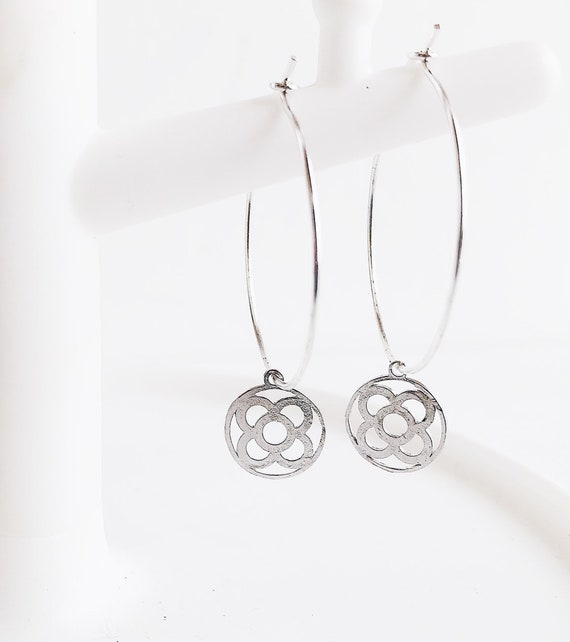 silver Hoops flower , Fine rings, fine silver rings, Barcelona flower earrings, flower earrings, Barcelona gift, souvenir from Barcelona
