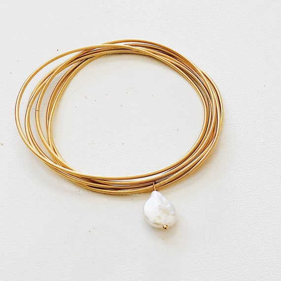 Golden single pearl multi layer bangle, flexible stretch bangle, guitar string bracelet, boho-ethnic, stainless steel, multi-strand.