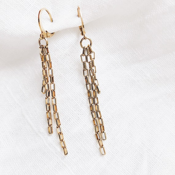 chain dangle earring, statement chain earrings, vintage style, golden chain, stainless  stud earring, BTS chain earring, dangling chain.