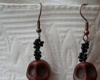 "Black earrings and its Brown vanities ""Richelieu Drouot"" framework8"