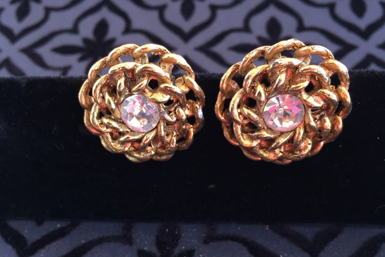 Bridesmaid Gift Gold-tone Surrounding a Clear Crystal Round Stone Christmas Gift Chain Design Vintage Clip-on Earrings Birthday Gift