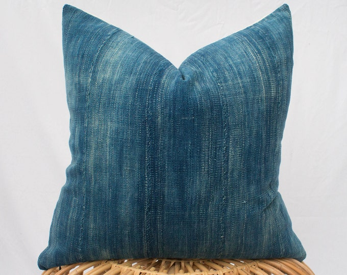 Indigo Mudcloth Pillow Cover with Insert Option / 20x20 / Light Blue