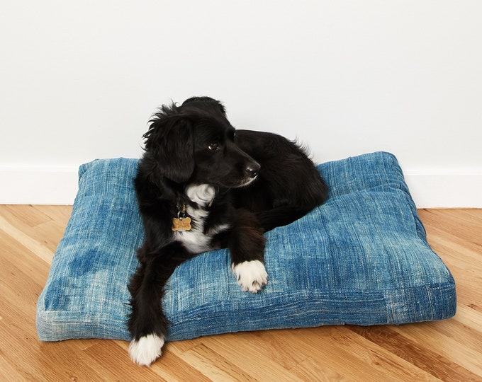 Indigo Pet Bed // Medium