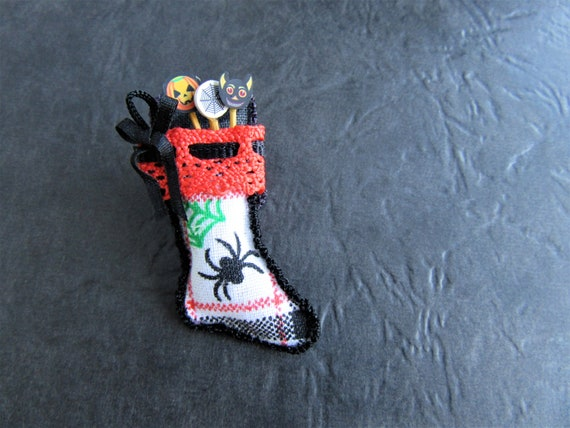 Miniature SNOWMAN  Stocking DOLLHOUSE Christmas 1:12 RED w//GREEN Cuff