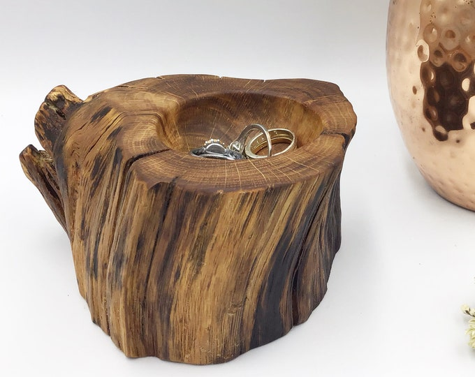 Bedside ring or trinket dish. Ancient Oak wood. Wooden ring bowl. Jewellery or earring bowl / dish / tray. Hand carved dish - Christmas gift
