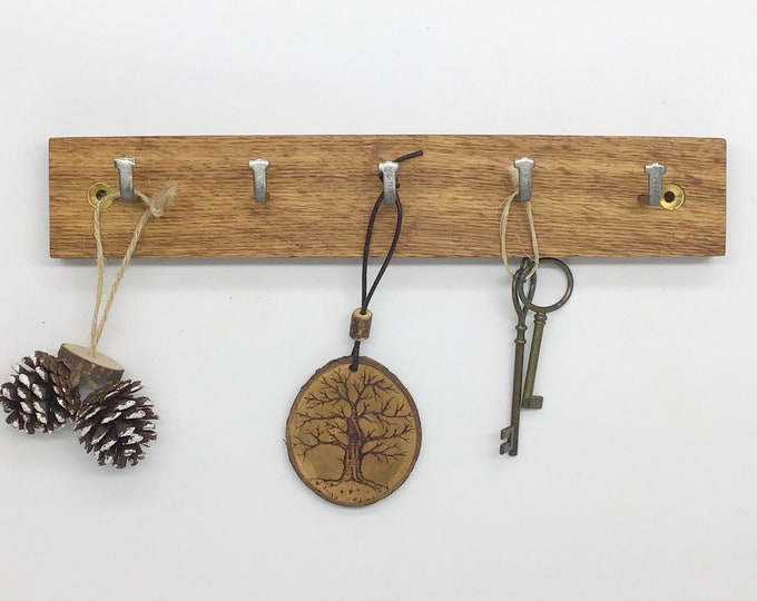 5 hook Dark Oak key rack - Simple, stylish Oak Wall Plaque with hanging hooks - Solid natural dark wooden slice for your keys. Sustainable