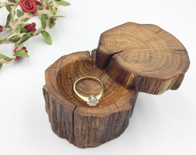 Ring box - Engagement Ring Box - Ancient Oak Wood Proposal Box - Ring Holder / Dish Hand carved – Luxury 'Marry Me' Box from primitive Oak
