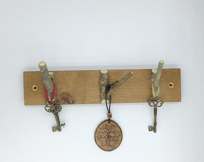Key rack. 3 oak branch hooks. Solid Oak wood. Wall mounted. Live edge. Stylish Oak Plaque hanging hooks / pegs. Rustic home decor. Woodland
