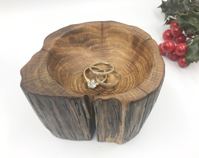 Oak Ring Bowl. Hand carved wooden bowl. Bedside ring / trinket dish. Primitive Christmas gift for her. Classic Jewellery bowl / dish / tray.