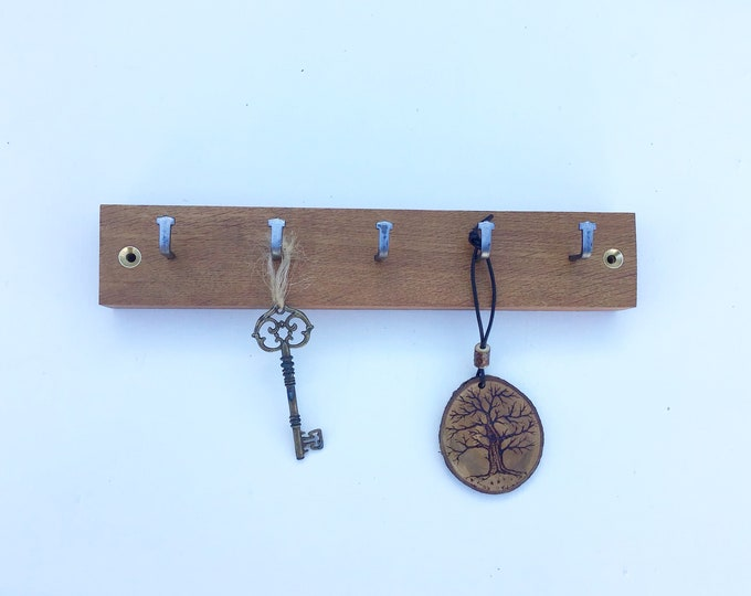 Key rack - 5 hook Oak wall rack - Simple, stylish dark Oak Wall Plaque with hanging hooks - Solid natural wooden rack for keys. Sustainable