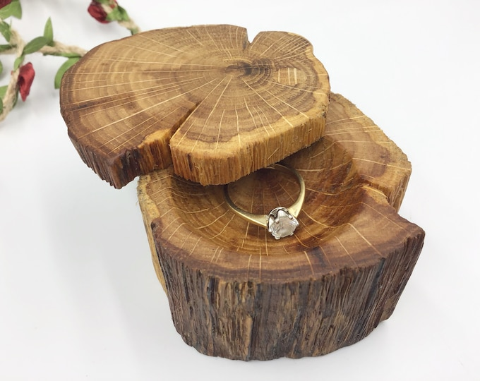 Ring Box - Engagement Ring Holder - Proposal - Ancient Oak Heart Wood - Handmade Rustic Woodland - Diamond ring presentation box - natural