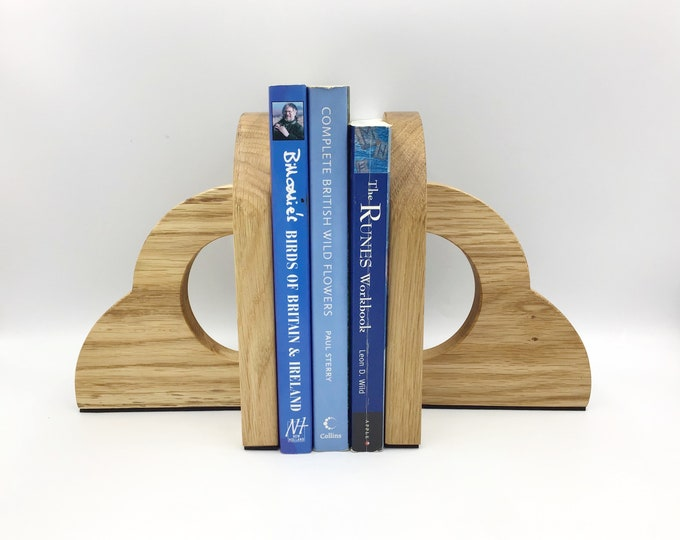 Solid Oak wood Bookends. Natural Light Oak or Dark Oak wood stain. Anti-slip Anti-scratch foam bottoms. 20cm tall 600 grams each. Made in UK