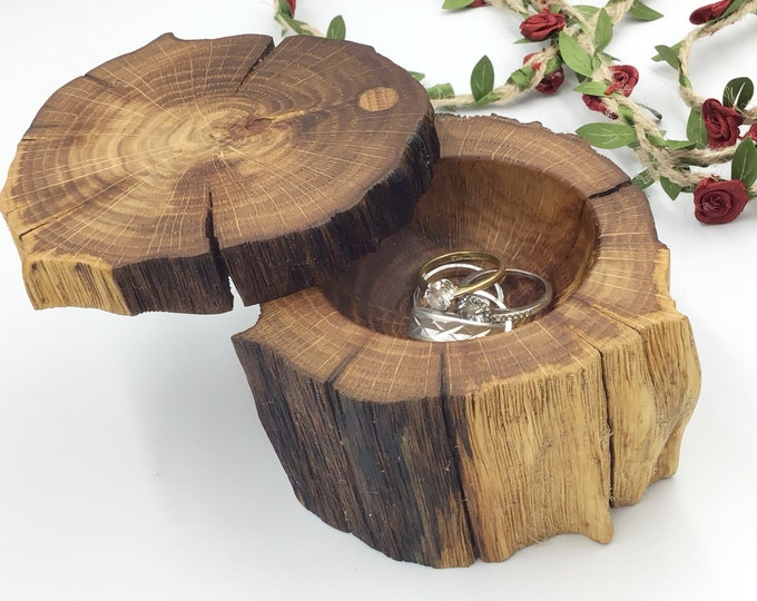 Jewellery box. Wooden jewelery box. Treasure chest. Ring / Earring / Charm box. Luxury. Weathered ancient oak heartwood. Heirloom Gift box