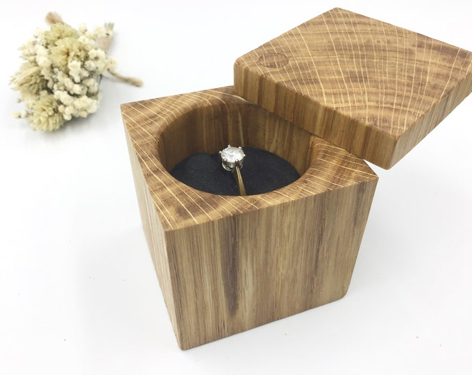 Ring box. Oak Wood Engagement ring box. Natural wooden proposal box. Ring holder. Exquisite ring storage. Proudly display that special ring