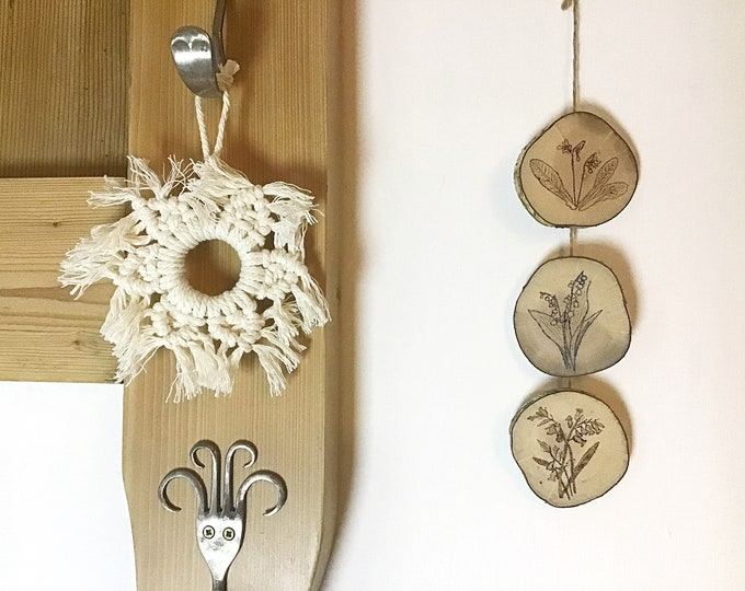 Flowers wall hanging - Handmade Pyrography / Wood Burning - Wood discs - 3 flowers Cowslips Snowdrops Bluebells - Wall decor bunting art