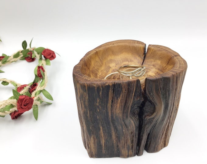 Bedside ring dish - Ring bowl gift for her or him - Coin tray - Handmade from ancient Oak wood - Primitive / vintage / rustic - HAND CARVED