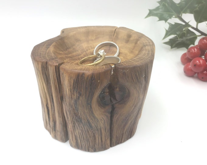 Bedside ring or trinket dish. Primitive Oak Wood. Hand carved. Ring bowl Christmas gift. Wooden Jewellery or earring bowl / dish / tray.