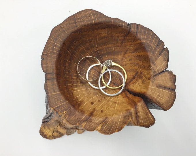Bedside ring dish - Ring bowl gift for her or him - Coin tray - Handmade from ancient Oak wood - Primitive / vintage style - Rustic bedroom