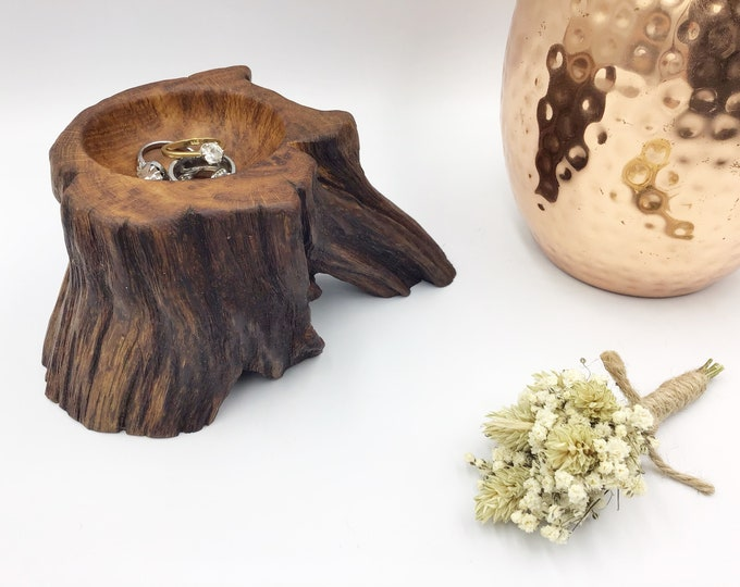 Unique hand-carved ring dish. Hand carved bowl made from ancient oak wood. Classic bedside bowl. Bedside Jewellery / Trinket dish / tray