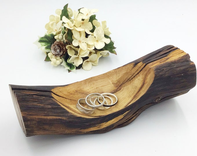 Bedside Jewellery bowl / dish / tray. Ring or trinket dish. Natural handcarved oak wood display dish. Heirloom trinket display. Wooden gift