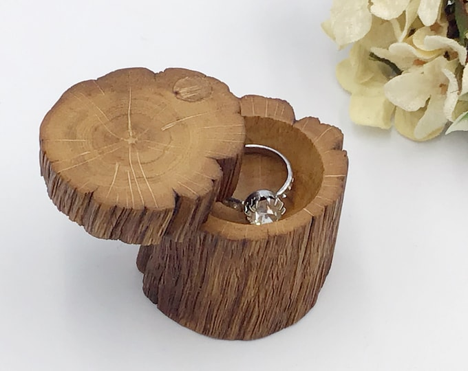 Ring box - Engagement Ring Box - Natural Wood Proposal Box - Ring Holder - Hand carved ring dish – Luxury 'Marry Me' Box from primitive Oak