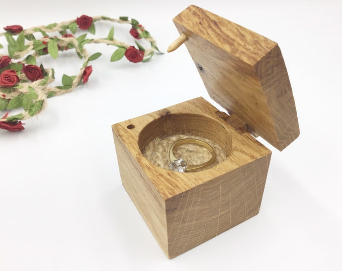 Ring Box - Engagement Ring Holder - Wooden Ring Box - Oak Wood and Jute cord rope inlay - Handmade Wooden Hinge & Clasp - simple stylish