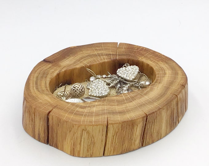 Ring dish. Bedside jewellery or trinket bowl / dish / tray. Earring Holder with Suede Inlay (range of colours available) - Natural Oak Wood