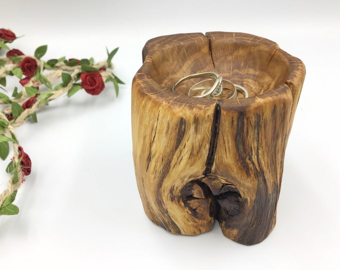 Unique hand-carved wooden dish - Classic Bedside Jewellery / Trinket / coin bowl - Ancient Oak wood - Primitive ring bowl / tray for her