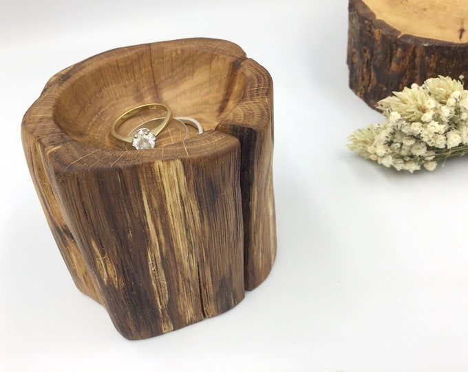 Bedside ring or trinket dish. Primitive Oak Wood. Ring bowl gift. Jewellery or earring bowl / dish / tray. Wooden display. Hand carved dish