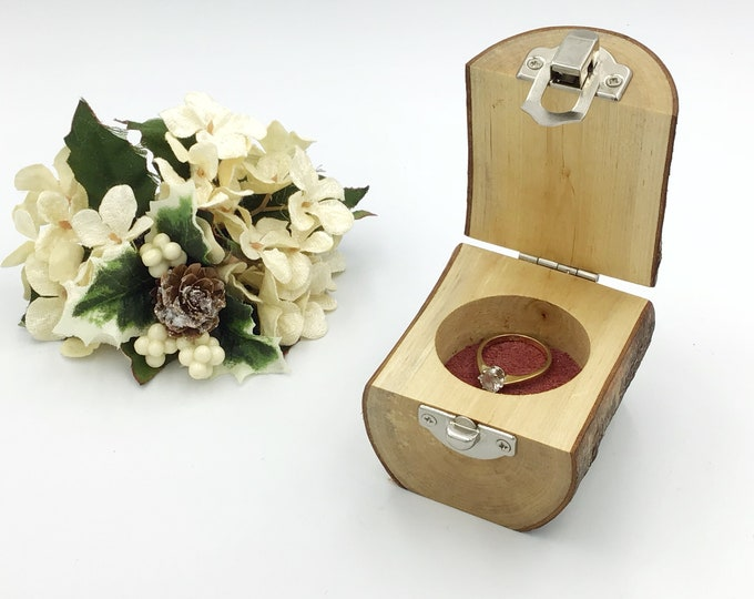 Ring box. Engagement ring box. Jewellery box. Natural birch proposal box. Ring Holder. Wooden ring box. Sustainabe eco wood. Plum suede base