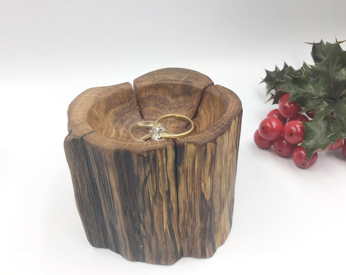 Wooden Ring Bowl. Hand carved oak wood bowl. Bedside ring / trinket dish. Primitive bowl.  Christmas gift. Jewellery bowl / dish / tray.