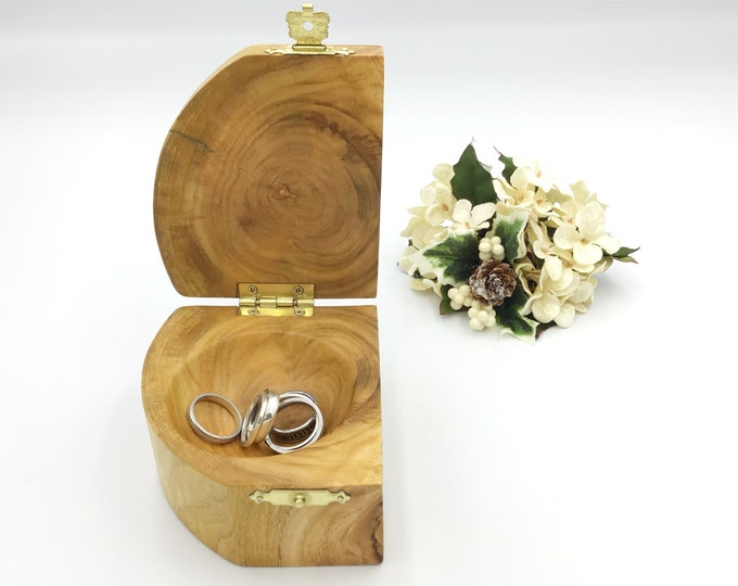 Jewellery box. Cherry wood. Hand carved dish. Completely unique trinket keepsake treasure chest. Ring / Earring / cufflink box with clasp